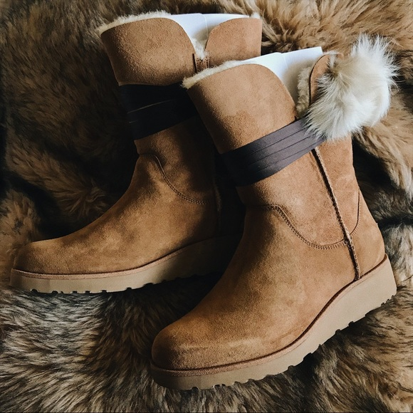 a27f70a4f09 Ugg BRITA Boots in Chestnut NWT